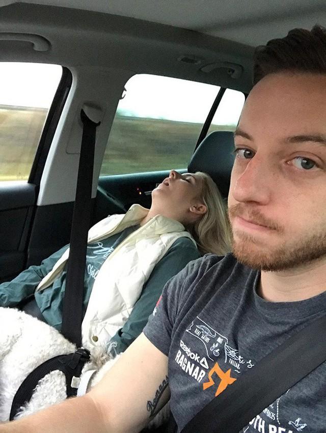 8 việc tuyệt đối không làm khi đặt chân lên xe ô tô: Điều thứ 3 các bà vợ hay mắc nhất! - Ảnh 4.