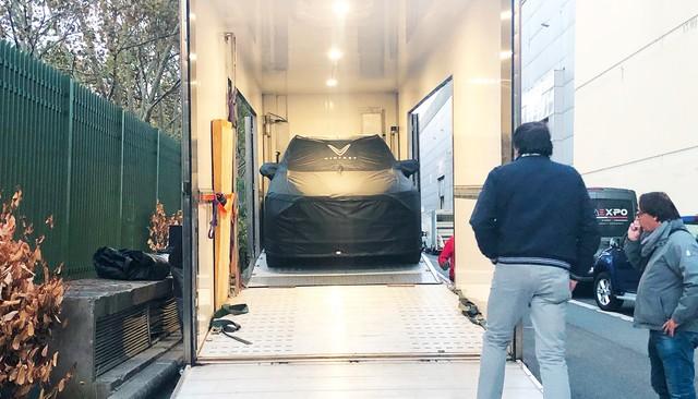 Chùm ảnh: Cận cảnh 2 xe VinFast được vận chuyển tới Paris Motor Show - Ảnh 3.