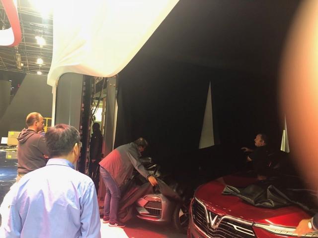 Chùm ảnh: Cận cảnh 2 xe VinFast được vận chuyển tới Paris Motor Show - Ảnh 11.