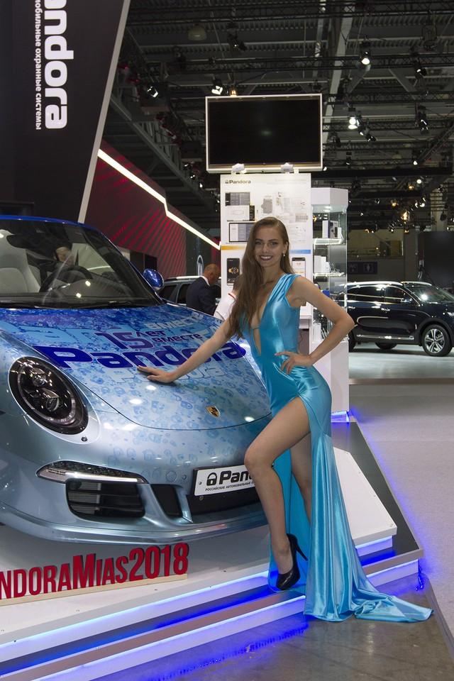 Những mẫu xe đặc sắc nhất cùng sân chơi với Rolls-Royce nước Nga - Ảnh 17.