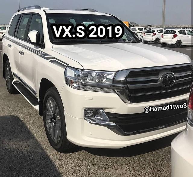 Toyota Land Cruiser và Lexus LX570 2019 lộ thêm ảnh từ trong ra ngoài - Ảnh 1.