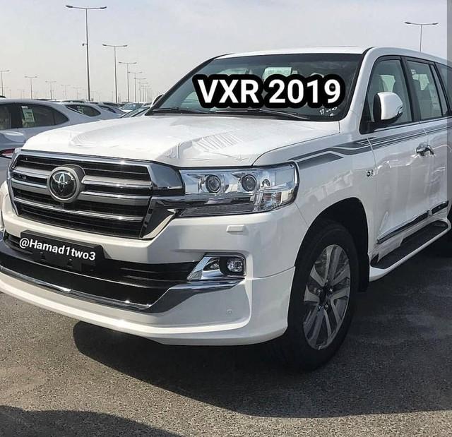 Toyota Land Cruiser và Lexus LX570 2019 lộ thêm ảnh từ trong ra ngoài - Ảnh 2.