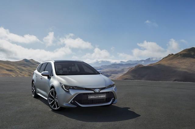 Toyota Corolla bản kéo dài chốt ngày ra mắt, lộ ảnh hoàn chỉnh - Ảnh 1.