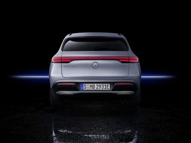 Mercedes-Benz ra mắt SUV điện đầu tiên EQC, chính thức khai chiến với Tesla - Ảnh 5.