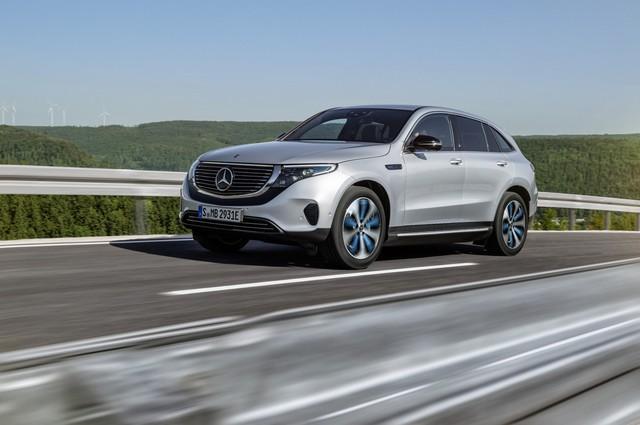 Mercedes-Benz ra mắt SUV điện đầu tiên EQC, chính thức khai chiến với Tesla - Ảnh 1.