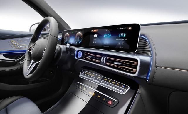 Mercedes-Benz ra mắt SUV điện đầu tiên EQC, chính thức khai chiến với Tesla - Ảnh 6.