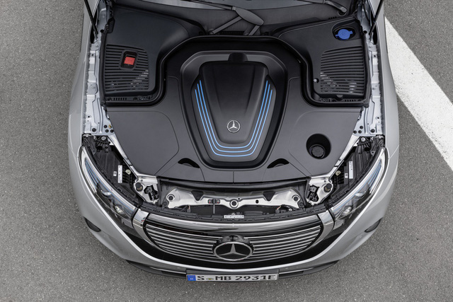 Mercedes-Benz ra mắt SUV điện đầu tiên EQC, chính thức khai chiến với Tesla - Ảnh 8.