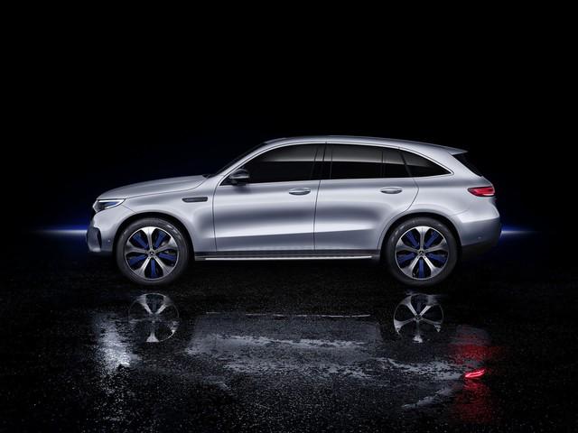 Mercedes-Benz ra mắt SUV điện đầu tiên EQC, chính thức khai chiến với Tesla - Ảnh 4.