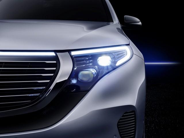 Mercedes-Benz ra mắt SUV điện đầu tiên EQC, chính thức khai chiến với Tesla - Ảnh 3.