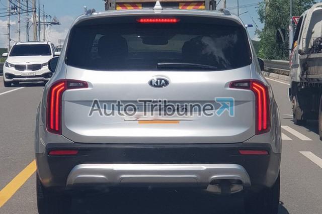Đối thủ Ford Explorer - Kia Telluride 2019 tiếp tục lộ ảnh thực tế - Ảnh 4.
