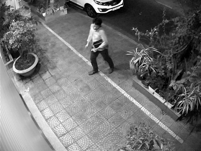 Người đàn ông Hàn Quốc đột nhập xe ô tô của người dân ở Đà Nẵng lúc nửa đêm - Ảnh 1.