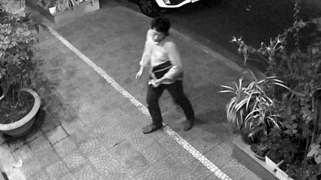 """Người đàn ông Hàn Quốc """"đột nhập"""" xe ô tô của người dân ở Đà Nẵng lúc nửa đêm"""