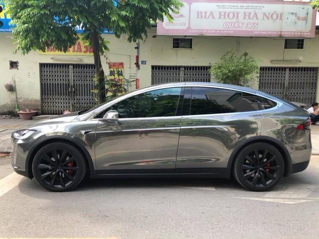 Chồng siêu mẫu Ngọc Thạch lột xác Tesla Model X theo phong cách nhà giàu Dubai - Ảnh 3.
