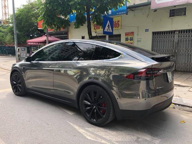 Chồng siêu mẫu Ngọc Thạch lột xác Tesla Model X theo phong cách nhà giàu Dubai - Ảnh 4.