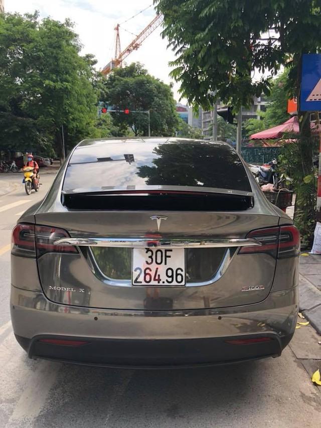 Chồng siêu mẫu Ngọc Thạch lột xác Tesla Model X theo phong cách nhà giàu Dubai - Ảnh 5.
