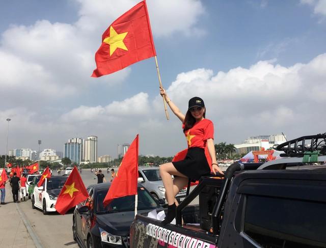 Hàng chục chiếc Chevrolet Cruze diễu hành cổ vũ tuyển bóng đá U23 Việt Nam - Ảnh 8.