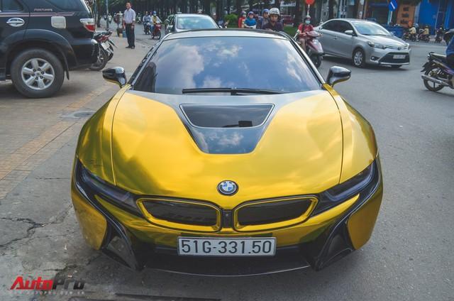 Siêu xe BMW i8 dán decal vàng chrome nổi bật đón năm mới tại Sài Gòn - Ảnh 4.