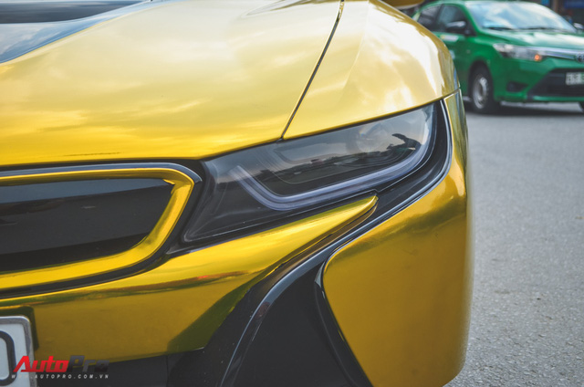 Siêu xe BMW i8 dán decal vàng chrome nổi bật đón năm mới tại Sài Gòn - Ảnh 5.