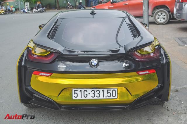 Siêu xe BMW i8 dán decal vàng chrome nổi bật đón năm mới tại Sài Gòn - Ảnh 9.