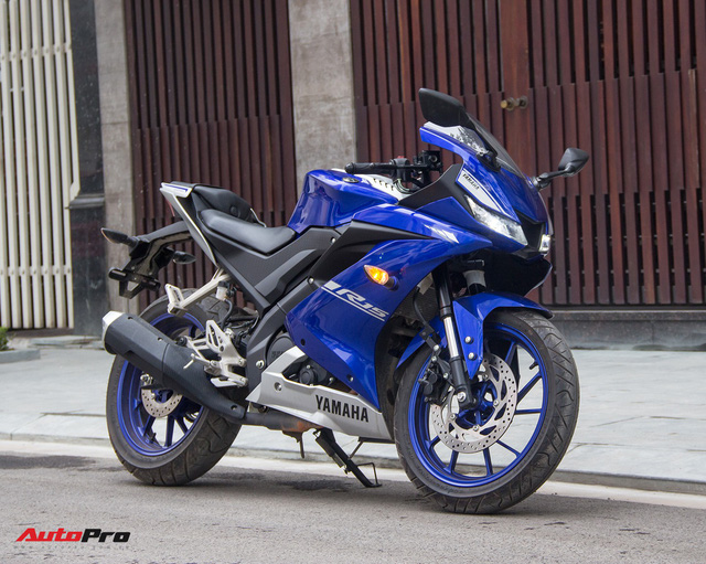 Đấu xe chính hãng, Yamaha R15 nhập khẩu ngoài giảm giá còn 84 triệu đồng - Ảnh 1.