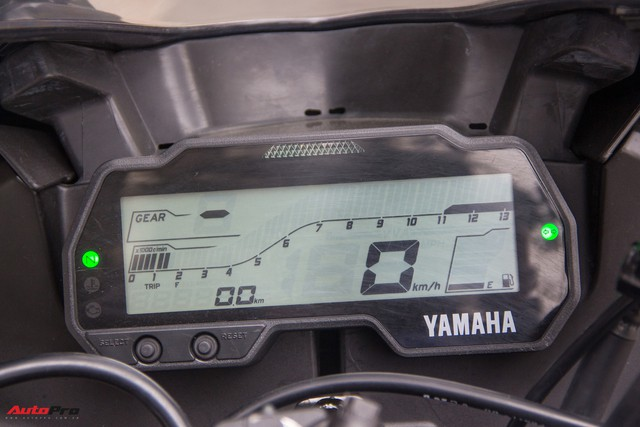 Đấu xe chính hãng, Yamaha R15 nhập khẩu ngoài giảm giá còn 84 triệu đồng - Ảnh 8.