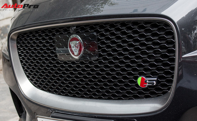 SUV thể thao Jaguar F-Pace S đầu tiên xuất hiện tại Việt Nam - Ảnh 8.