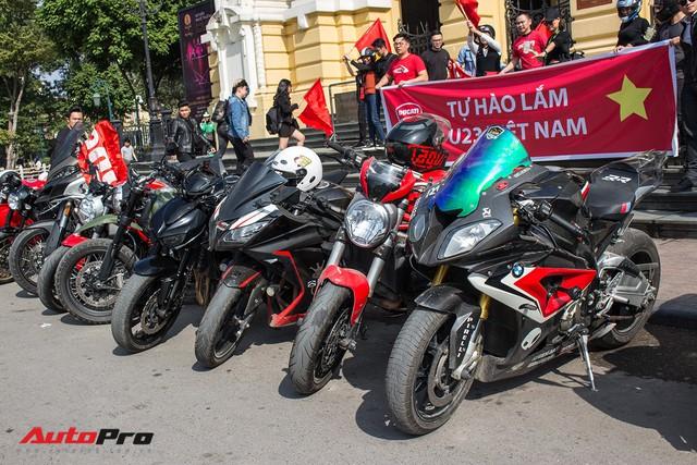Dàn ô tô, mô tô phân khối lớn mang cờ tổ quốc xuống cổ vũ U23 Việt Nam - Ảnh 3.