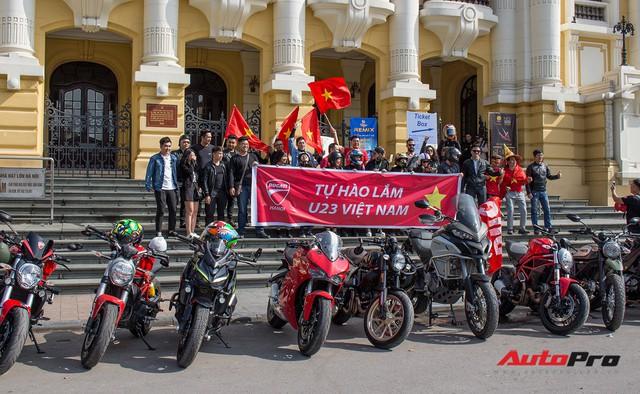 Dàn ô tô, mô tô phân khối lớn mang cờ tổ quốc xuống cổ vũ U23 Việt Nam - Ảnh 2.