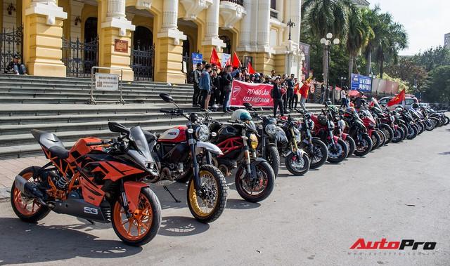 Dàn ô tô, mô tô phân khối lớn mang cờ tổ quốc xuống cổ vũ U23 Việt Nam - Ảnh 9.