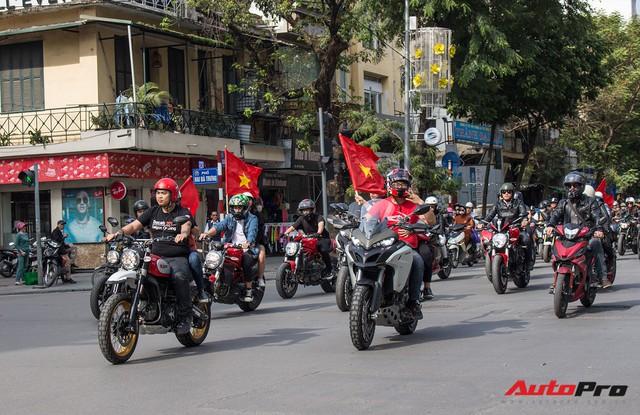 Dàn ô tô, mô tô phân khối lớn mang cờ tổ quốc xuống cổ vũ U23 Việt Nam - Ảnh 13.