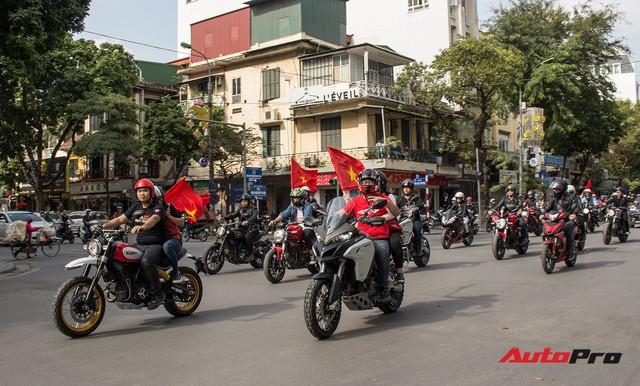 Dàn ô tô, mô tô phân khối lớn mang cờ tổ quốc xuống cổ vũ U23 Việt Nam - Ảnh 12.
