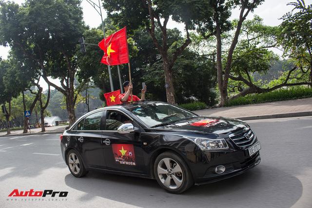 Dàn ô tô, mô tô phân khối lớn mang cờ tổ quốc xuống cổ vũ U23 Việt Nam - Ảnh 20.
