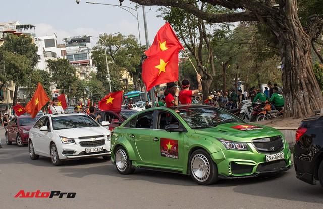Dàn ô tô, mô tô phân khối lớn mang cờ tổ quốc xuống cổ vũ U23 Việt Nam - Ảnh 18.
