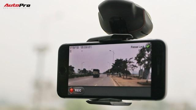 Biến điện thoại thành camera hành trình đa năng trong ô tô - Ảnh 1.