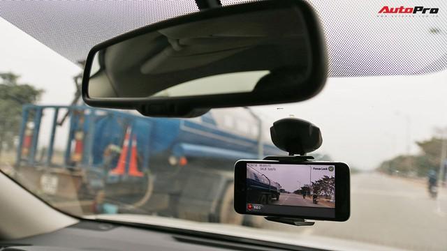 Biến điện thoại thành camera hành trình đa năng trong ô tô - Ảnh 2.