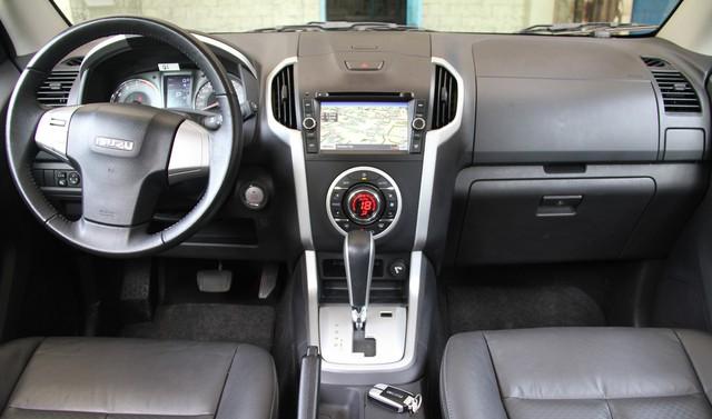 Isuzu mu-X được thanh lý với giá thấp hơn 600 triệu đồng so với Toyota Fortuner - Ảnh 2.