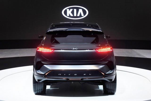 """[CES 2018] Kia Niro EV có thể """"giao tiếp"""" với người đi bộ - Ảnh 5."""