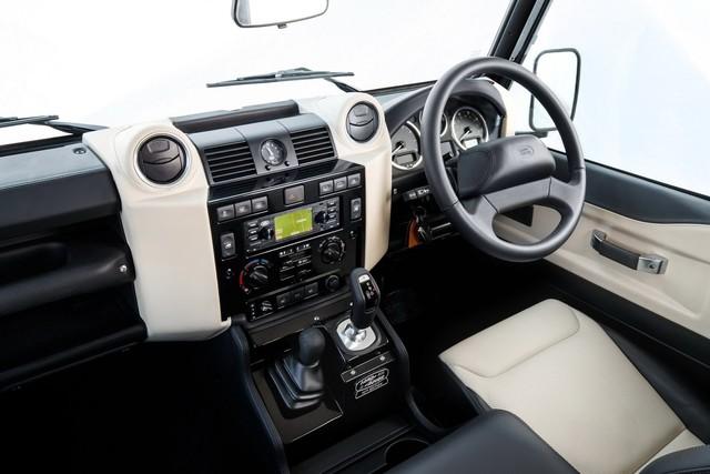 Land Rover hồi sinh Defender bằng phiên bản nhanh nhất, mạnh nhất lịch sử - Ảnh 4.