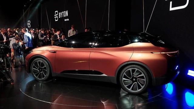 Byton Concept - xe điện Trung Quốc có màn hình giải trí lớn nhất thế giới - Ảnh 1.
