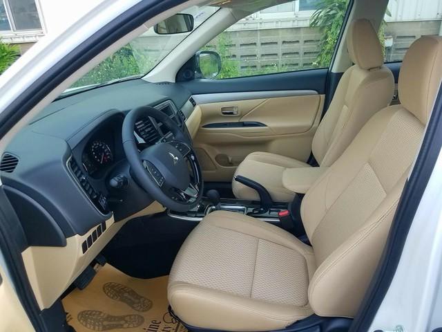 Giảm giá 165 triệu đồng, Mitsubishi Outlander lắp ráp lại có nhiều trang bị hơn bản nhập Nhật - Ảnh 9.