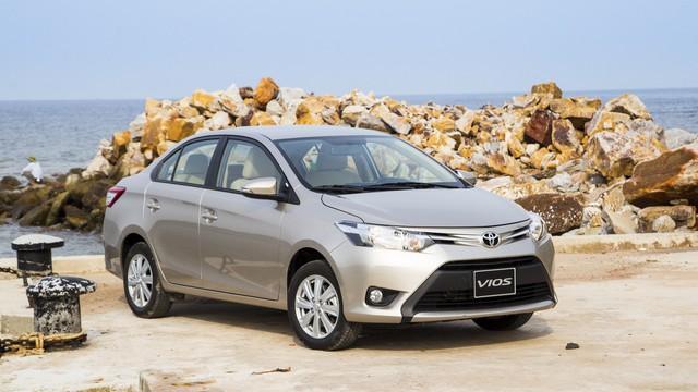 Chê Toyota hết lời, người Việt vẫn mua 5.000 xe chính hãng/tháng trong năm 2017