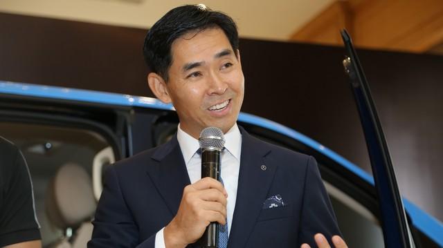 """BMW trở lại, Mercedes-Benz Việt Nam thay """"tướng"""""""