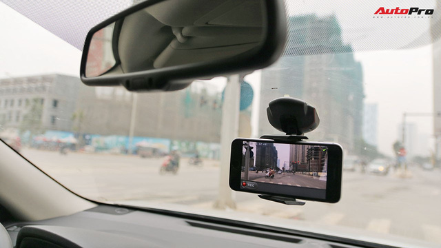 Biến điện thoại thành camera hành trình đa năng trong ô tô