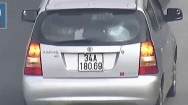 Video: Ô tô đi lùi hơn 1km trên cao tốc Hà Nội – Hải Phòng