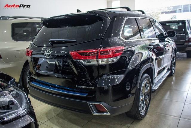 Toyota Highlander Limited 2017 về Việt Nam, giá cao hơn Land Cruiser chính hãng - Ảnh 10.