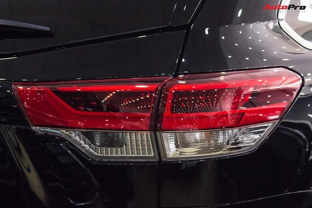 Toyota Highlander Limited 2017 về Việt Nam, giá cao hơn Land Cruiser chính hãng - Ảnh 12.