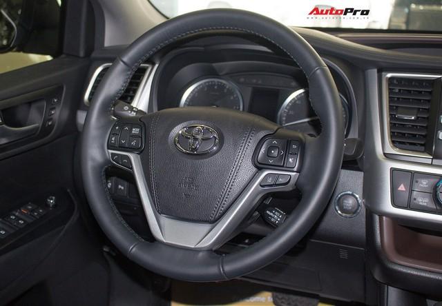 Toyota Highlander Limited 2017 về Việt Nam, giá cao hơn Land Cruiser chính hãng - Ảnh 14.