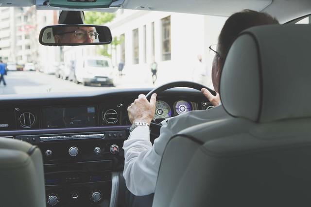 Lời trần tình của tài xế Rolls-Royce Phantom sau ngày đầu tiên đưa đón giới nhà giàu - Ảnh 5.