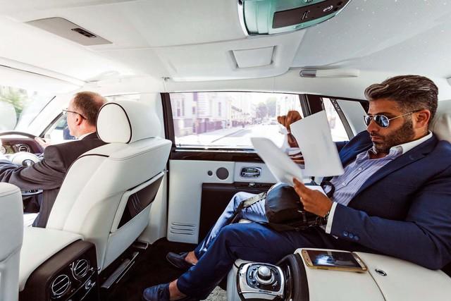 Lời trần tình của tài xế Rolls-Royce Phantom sau ngày đầu tiên đưa đón giới nhà giàu - Ảnh 4.