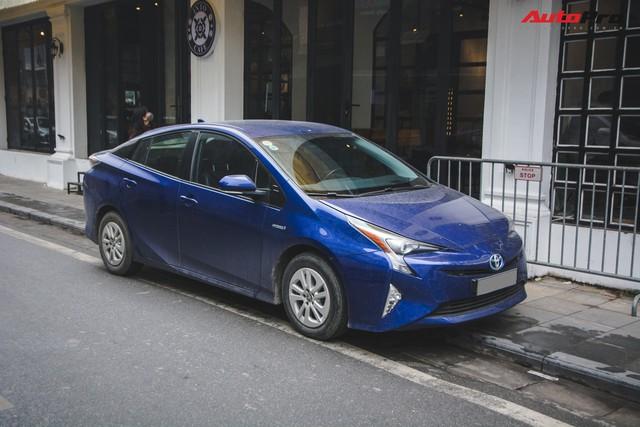 Bắt gặp mẫu xe hybrid bán chạy nhất toàn cầu tại Việt Nam - Ảnh 9.